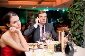 Dating Rule 101 – PUT YOUR PHONE AWAY!
